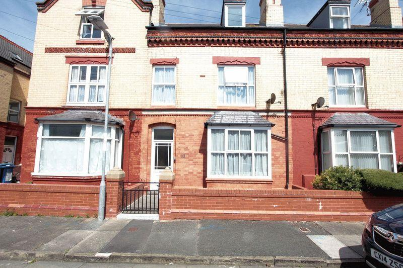 4 Bedrooms Terraced House for sale in Victoria Avenue, Rhyl