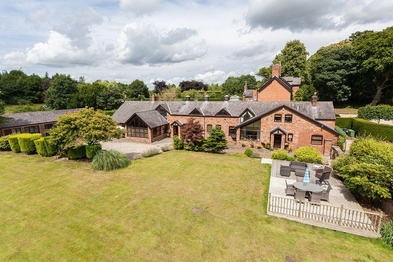 8 Bedrooms Country House Character Property for sale in Tarporley Road, Oakmere