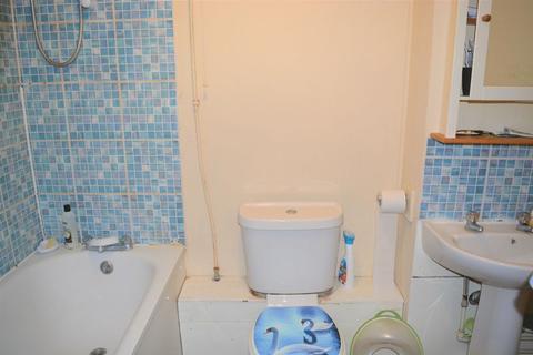 2 bedroom apartment to rent - Springwood Crescent, HA8