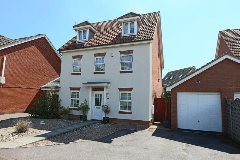 5 Bedrooms Detached House for sale in Dorley Dale, Lowestoft