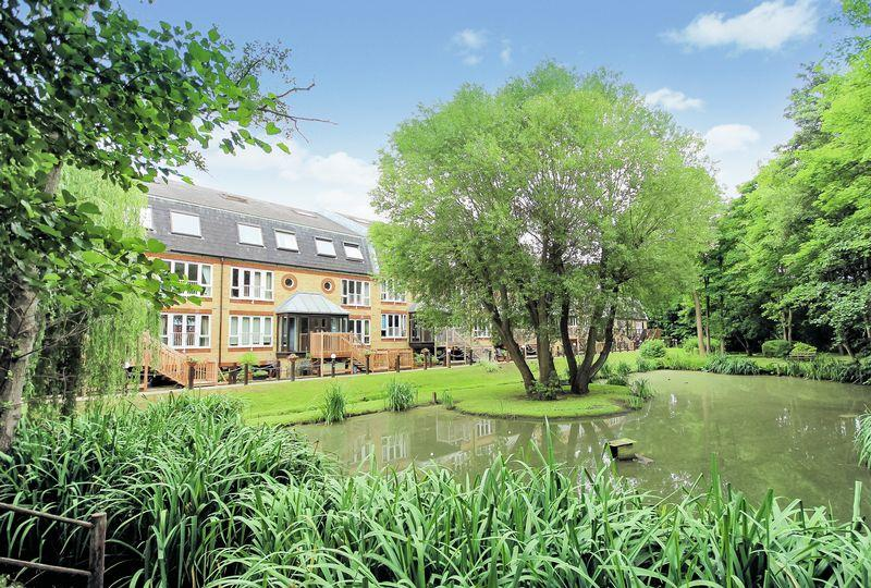 2 Bedrooms Apartment Flat for sale in Riverside Walk, West Wickham