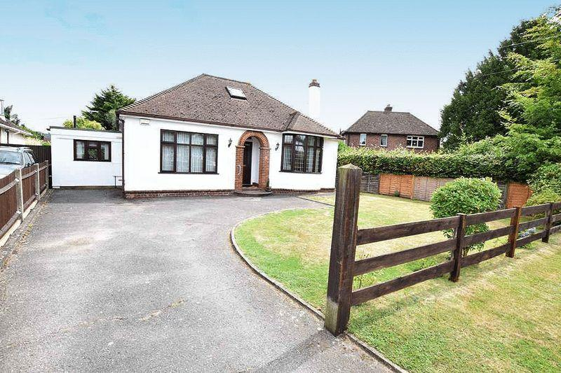 3 Bedrooms Bungalow for sale in Penenden Heath, Maidstone
