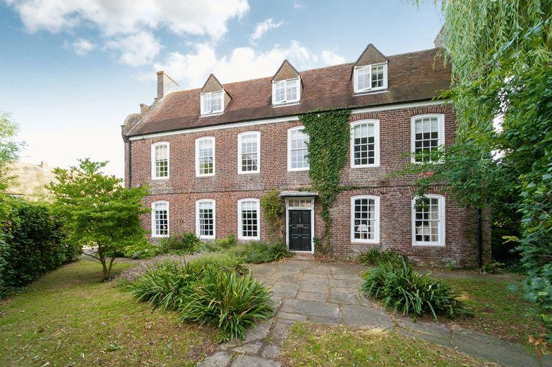 6 Bedrooms Detached House for sale in The Street, Sandwich