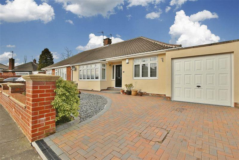 2 Bedrooms Bungalow for sale in Montagu Avenue, Gosforth
