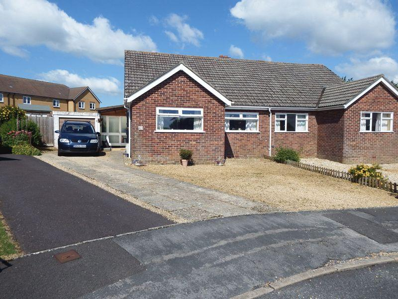 2 Bedrooms Bungalow for sale in Bushfield Road, Crewkerne