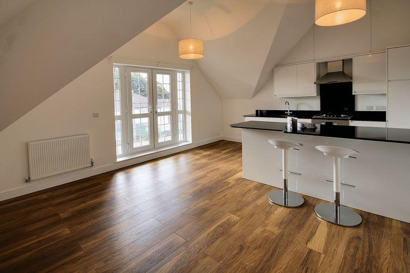 2 Bedrooms Apartment Flat for sale in Ophelia Court, St Philips Avenue, Worcester Park