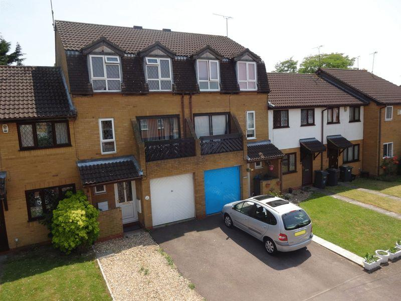 4 Bedrooms Terraced House for sale in Marsom Grove, Luton