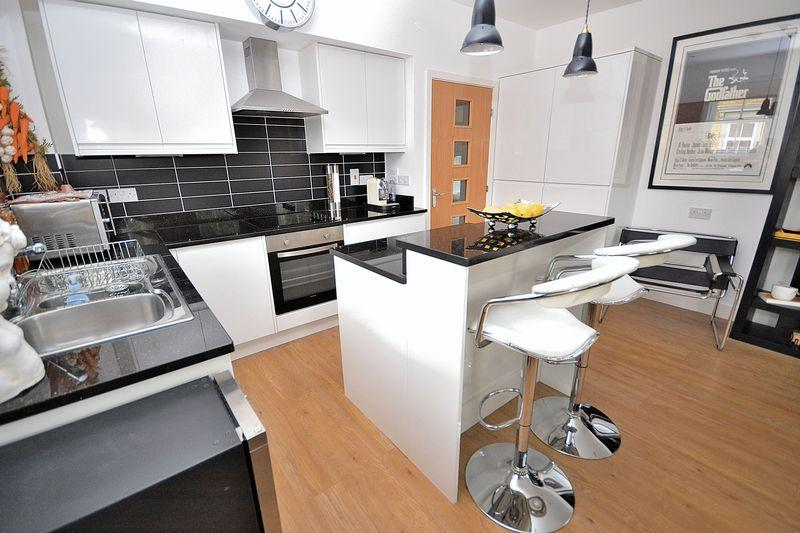 2 Bedrooms Apartment Flat for sale in The Park, Station Road, Linslade