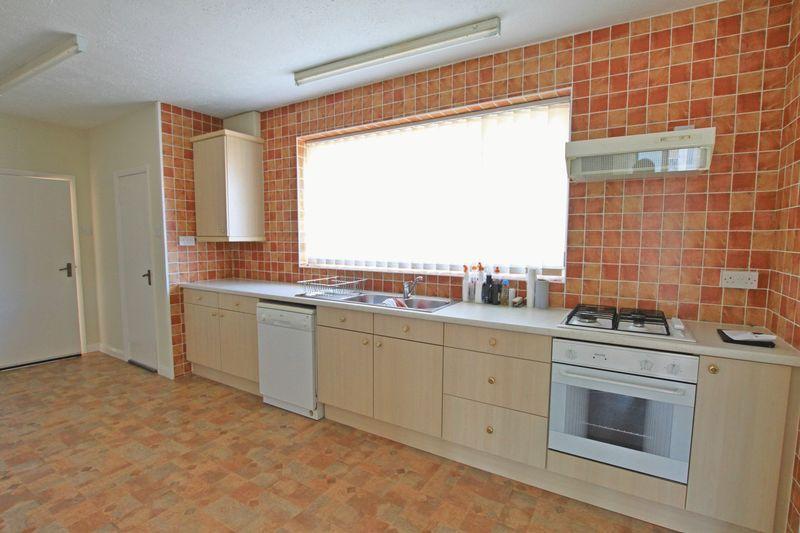2 Bedrooms Bungalow for sale in Penrhyn Bay, Llandudno