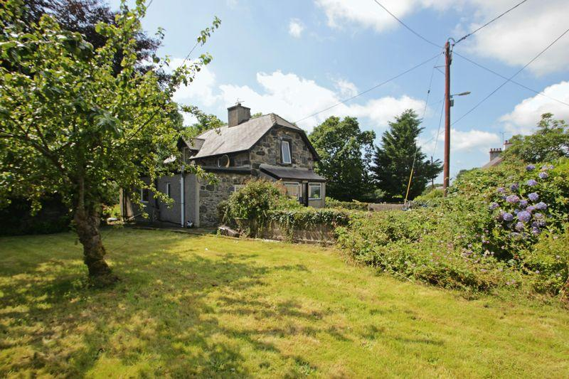 2 Bedrooms Detached House for sale in Dinas, Gwynedd