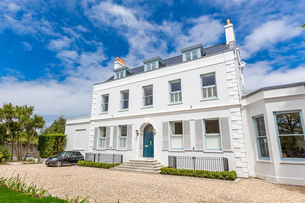 2 Bedrooms Apartment Flat for sale in The Grange, St. Peter Port, Guernsey