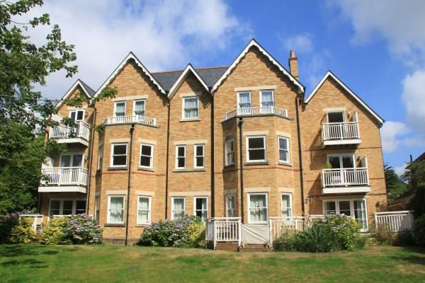 2 Bedrooms Apartment Flat for sale in Dean Park Road, Dean Park, Bournemouth