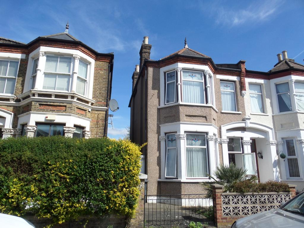 3 Bedrooms Semi Detached House for sale in Drakefell Road, London