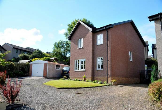 4 Bedrooms Detached House for sale in 19 Springwood Rise, Kelso, TD5 8BE