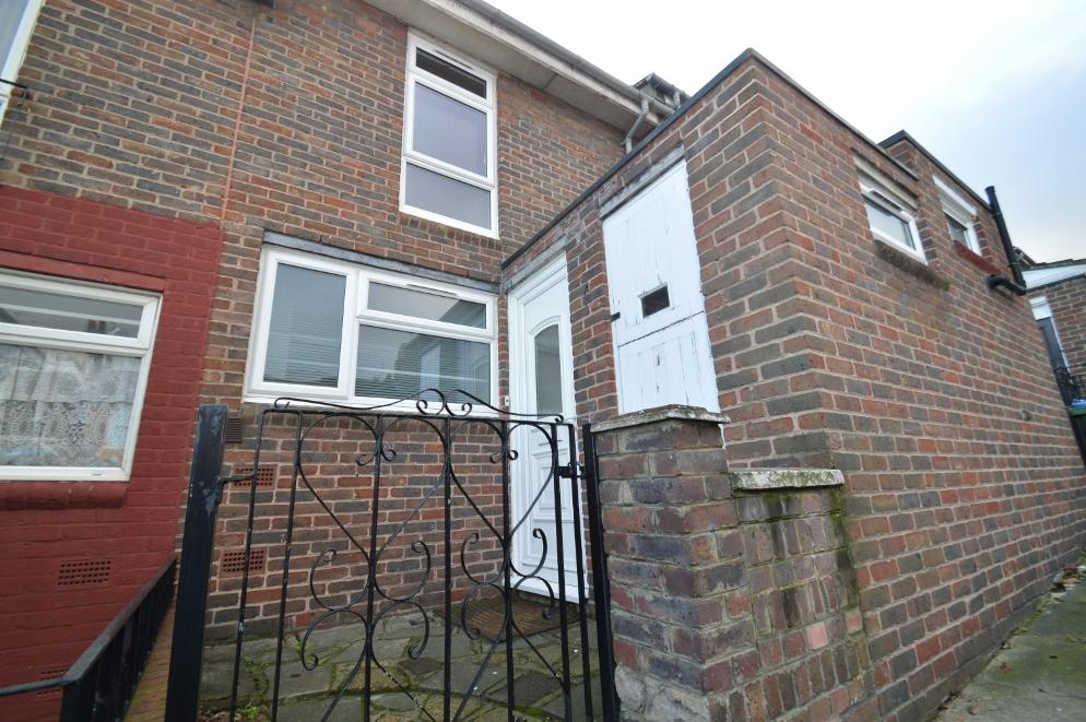 2 Bedrooms Terraced House for sale in Burrage Road, Woolwich, London SE18