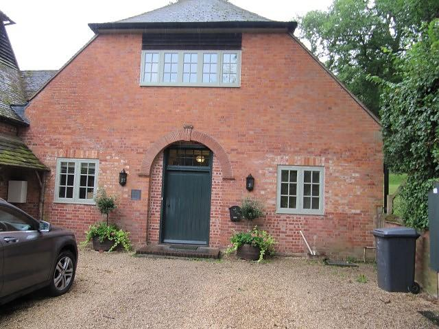 3 Bedrooms Cottage House for rent in Midgham, Thatcham, Berkshire