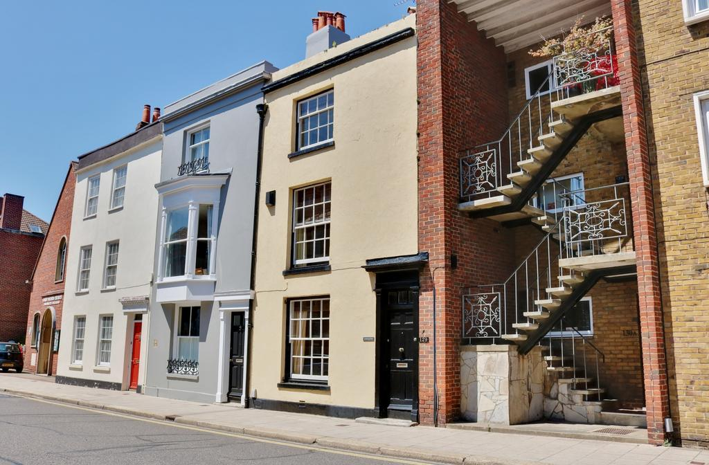 3 Bedrooms Town House for sale in High Street, Old Portsmouth,