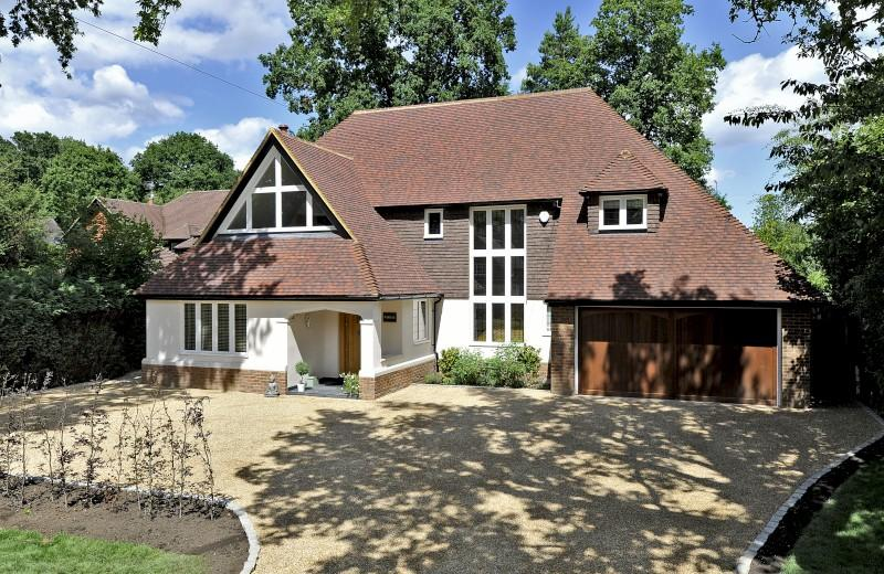 5 Bedrooms Detached House for sale in Woodland Avenue, Cranleigh, Surrey