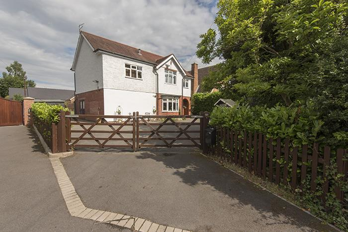 4 Bedrooms Detached House for sale in Cottage Lane, Marlbrook, Bromsgrove