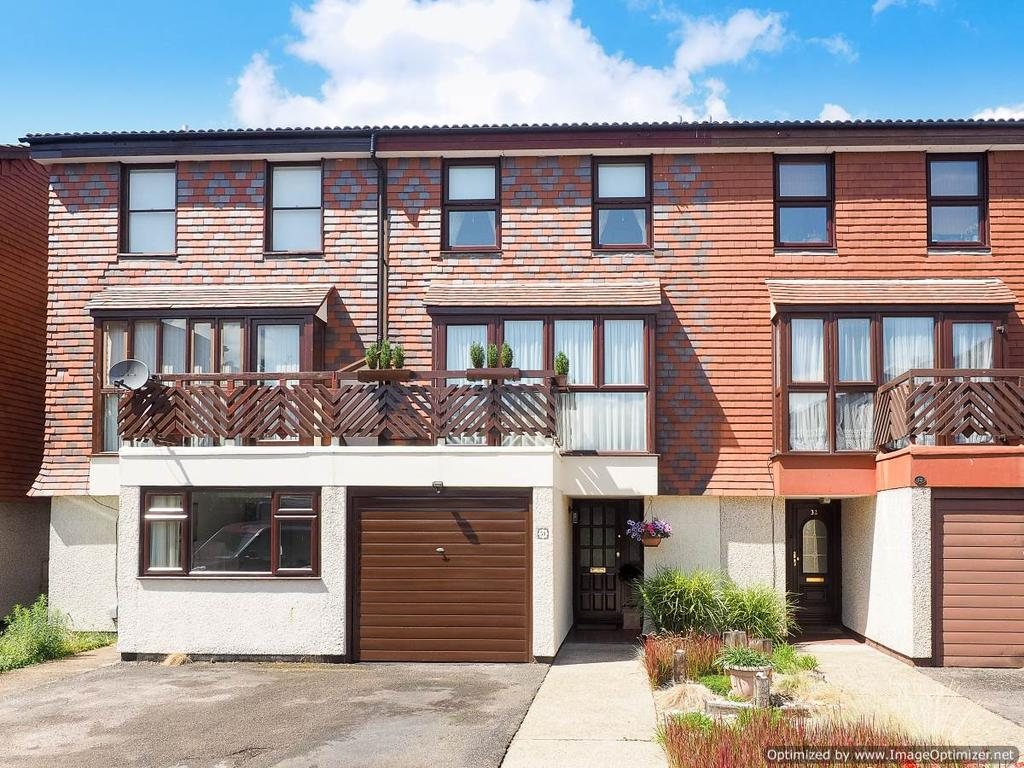 3 Bedrooms Town House for sale in Derwent Close, Raynes Park SW20