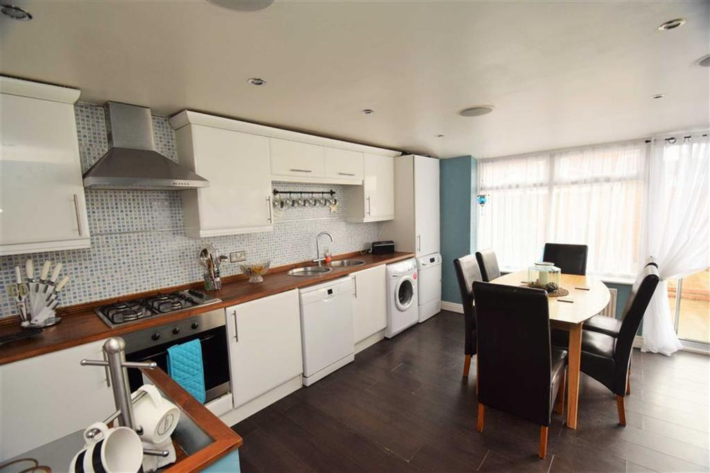 3 Bedrooms Semi Detached House for sale in Woodhall Street, Hull, East Yorkshire, HU8
