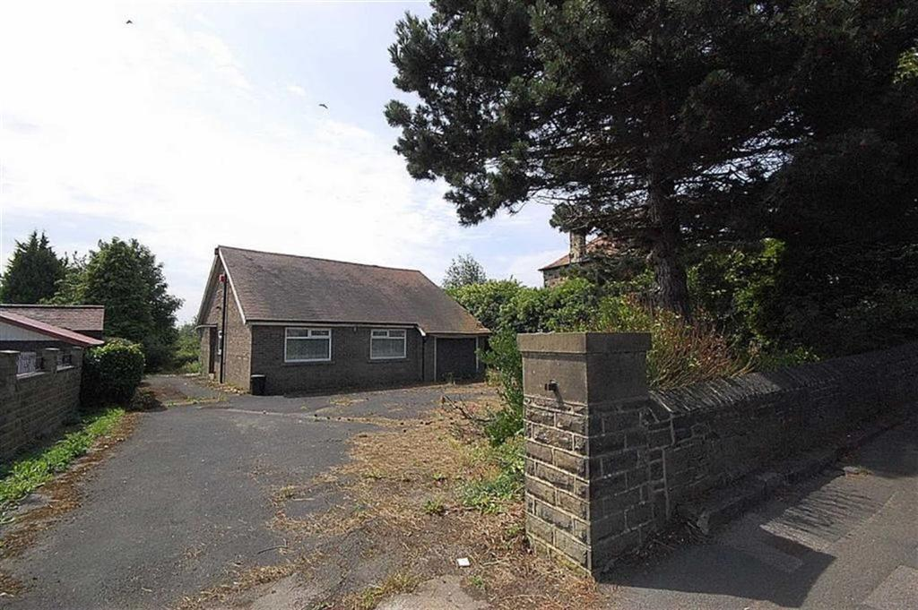 2 Bedrooms Detached Bungalow for sale in Halifax Road, Liversedge, WF15