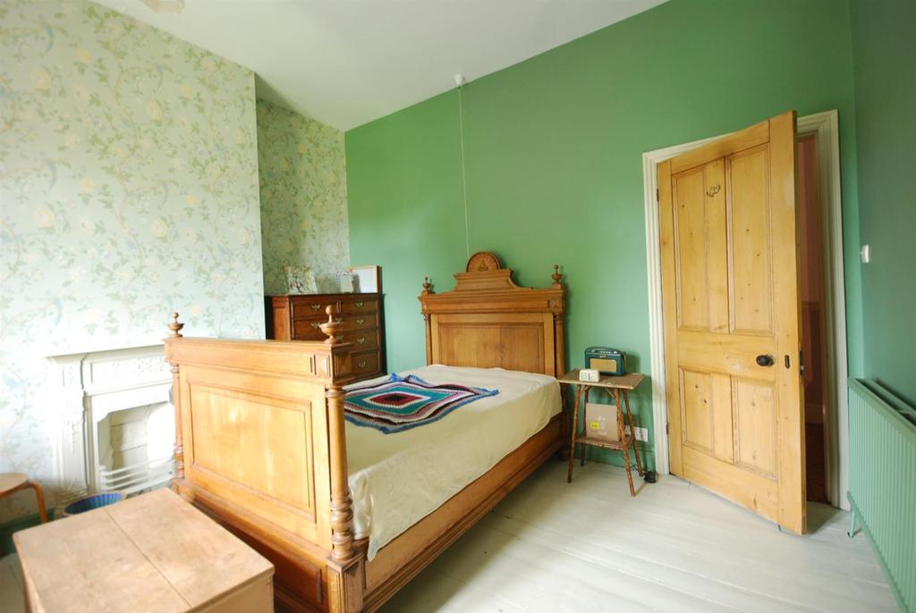 4 Bedrooms Semi Detached House for sale in Wellington Road, Newark