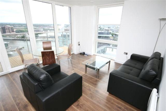 2 Bedrooms Flat for sale in NumberOne Building, MediaCity:UK, Salford Quays, M50