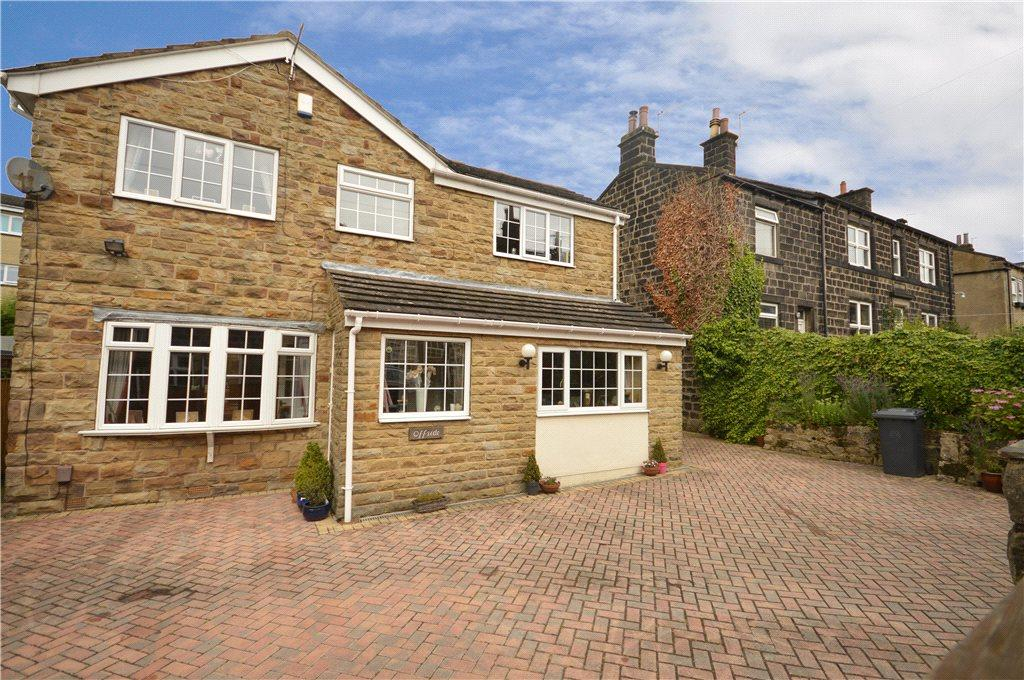 5 Bedrooms Detached House for sale in Offside, Football, Yeadon, Leeds, West Yorkshire