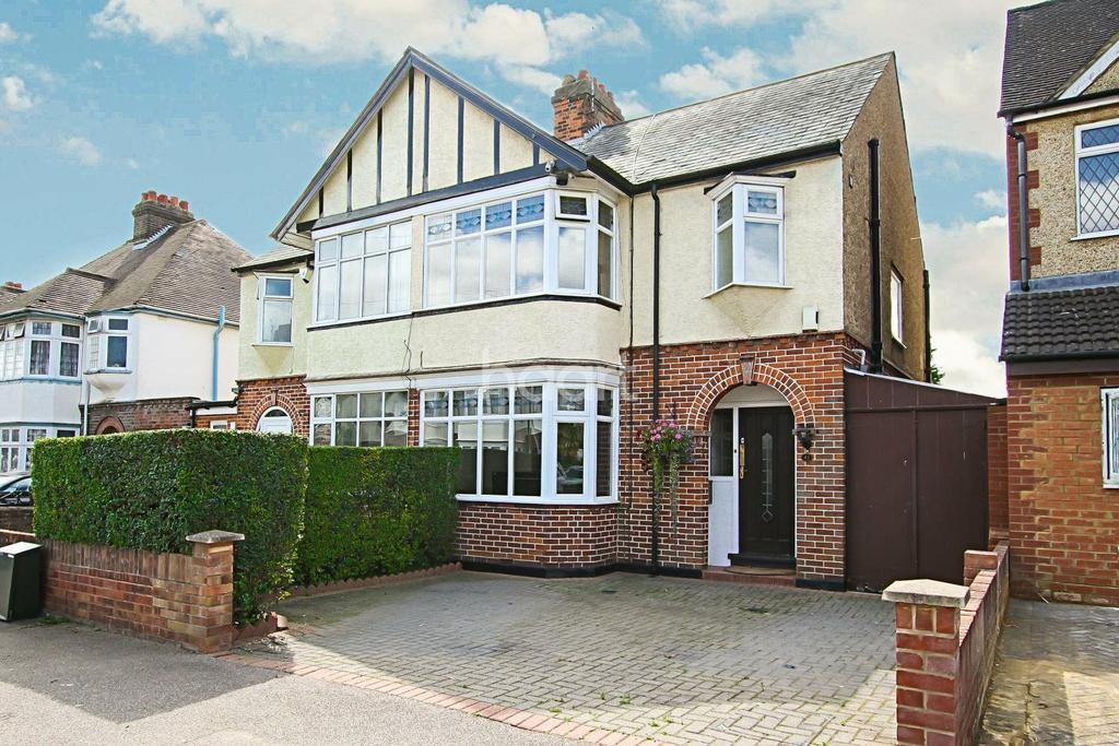 3 Bedrooms Semi Detached House for sale in Family Fortunes on Fountains Road