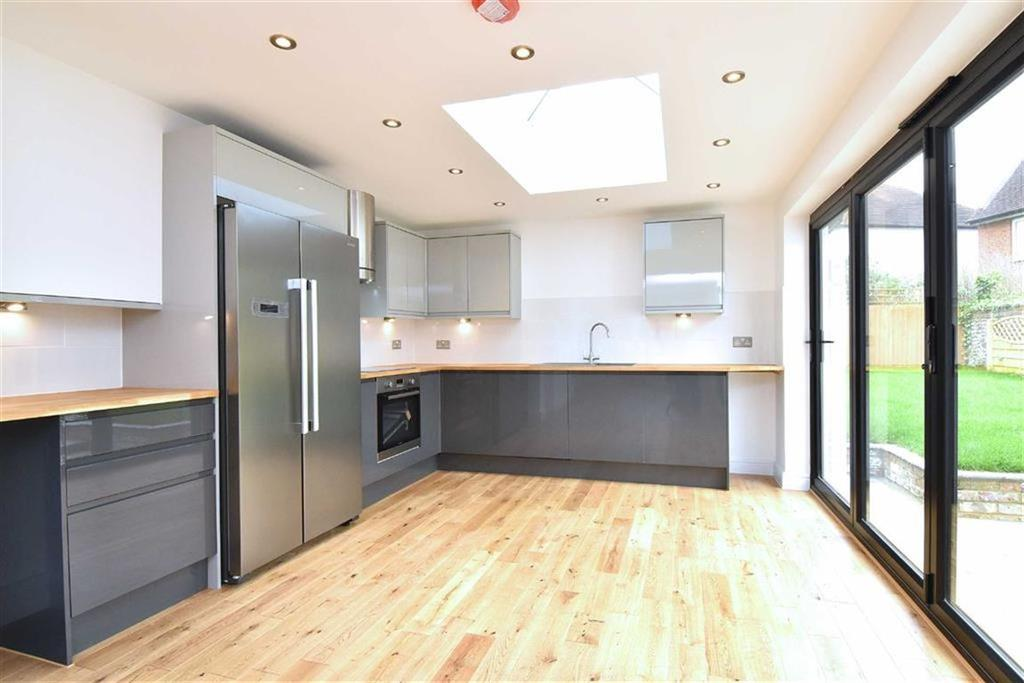 3 Bedrooms Semi Detached House for sale in Baston Road, Hayes, Kent