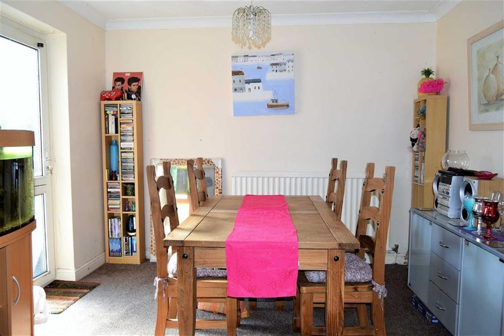 3 Bedrooms Terraced House for sale in Capel Close, Rainham, Kent, ME8