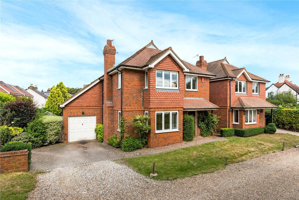 4 Bedrooms Detached House for sale in Portsmouth Road, Cobham, Surrey, KT11