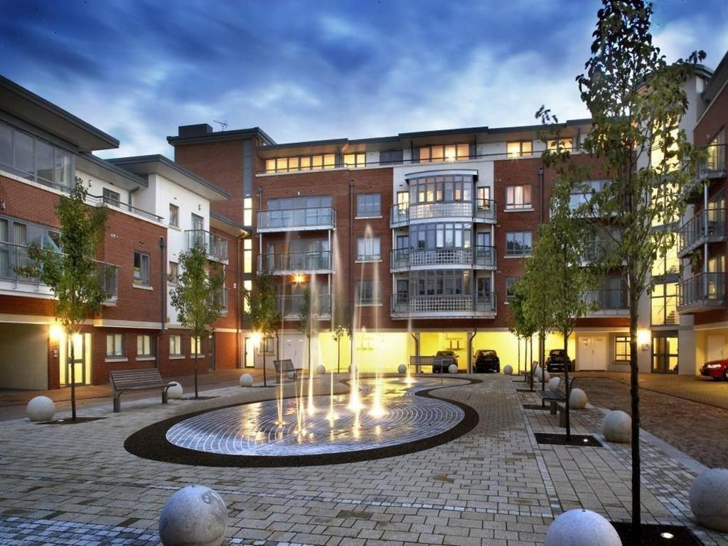 2 Bedrooms Apartment Flat for sale in Victoria Court, New Street, Chelmsford, Essex, CM1
