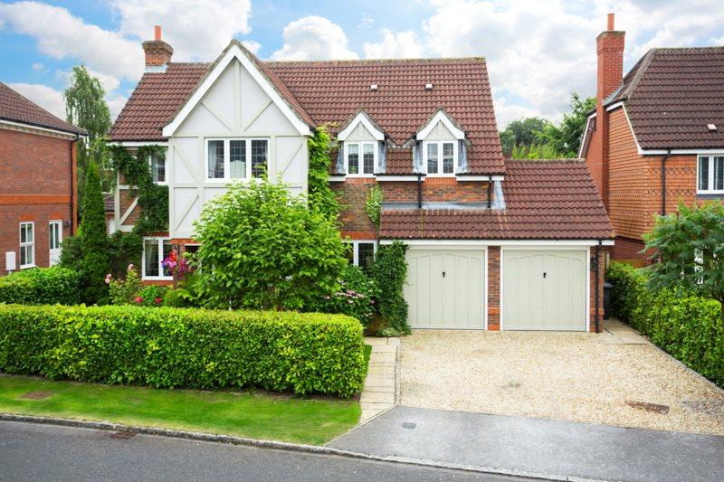 5 Bedrooms Detached House for sale in Royal Chase, Dringhouses, York, YO24