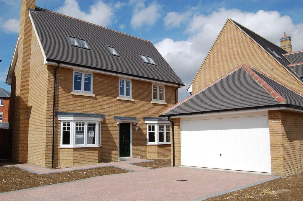 5 Bedrooms Detached House for sale in WOODLANDS PARK, GREAT DUNMOW CM6