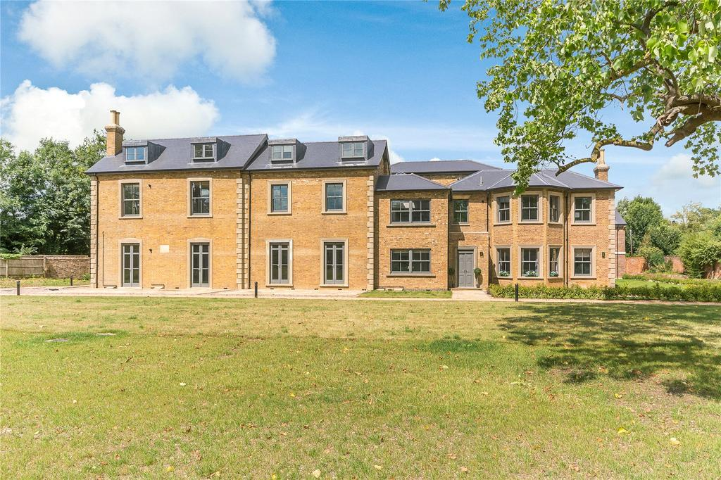3 Bedrooms Flat for sale in Crown House, Crown Drive, Farnham Royal, Slough, SL2