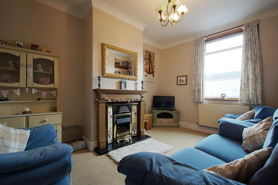 3 Bedrooms Terraced House for sale in Shaw Hall bank Rd, Greenfield OL3