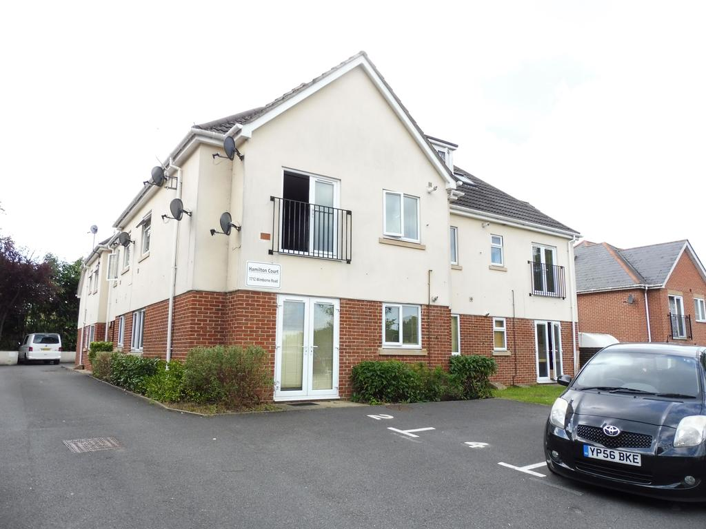 2 Bedrooms Flat for sale in Wimborne Road, Bearwood BH11