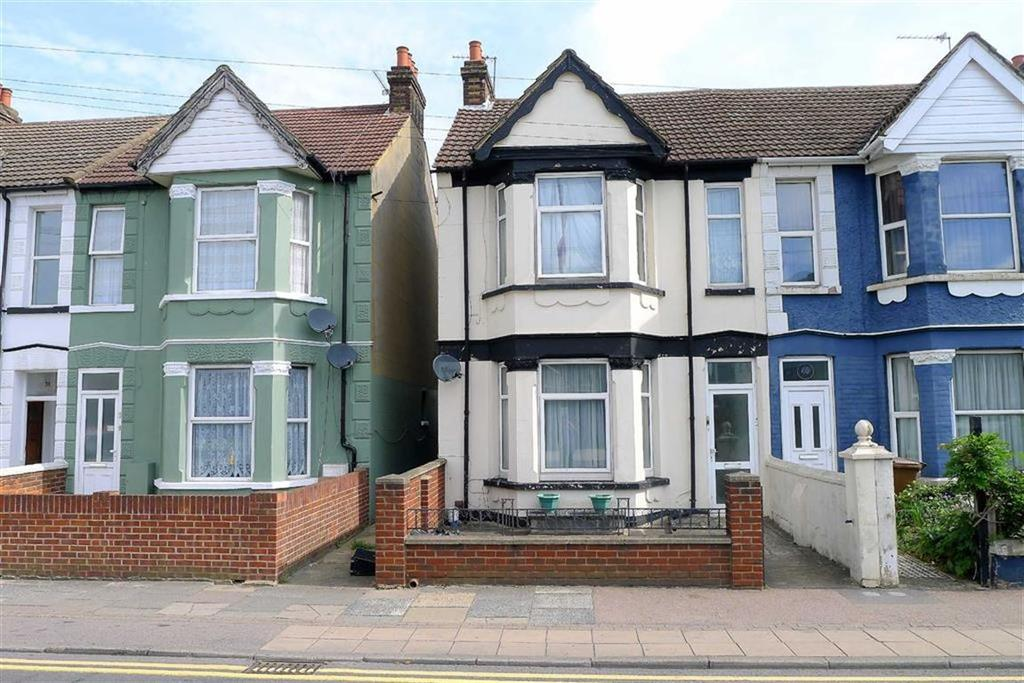 4 Bedrooms Semi Detached House for sale in Watling Street, Gillingham, Kent, ME7