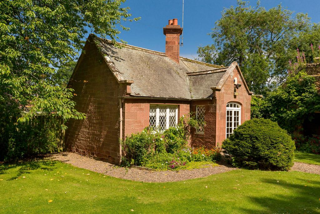 3 Bedrooms Detached House for sale in South Lodge, Main Street, Tyninghame, EH42 1XL