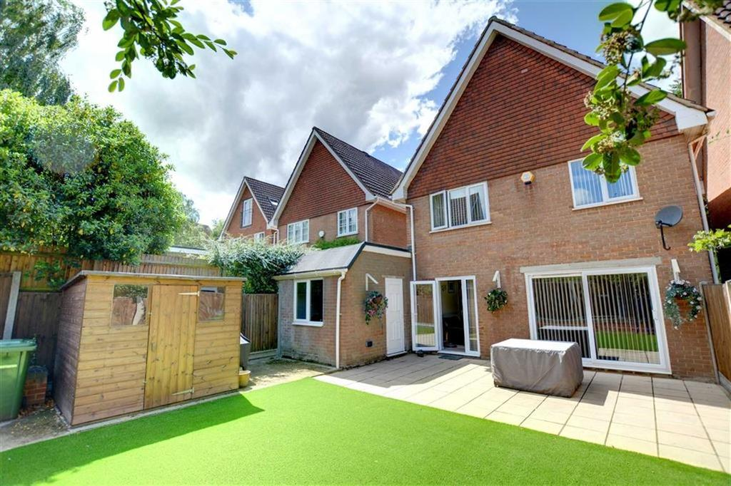 4 Bedrooms Detached House for sale in Newing Green, Bromley, Kent