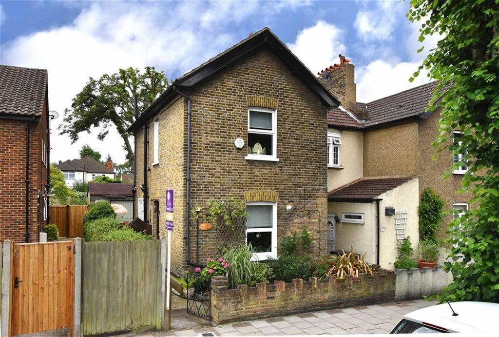2 Bedrooms Semi Detached House for sale in Brook Lane, Bromley, Kent