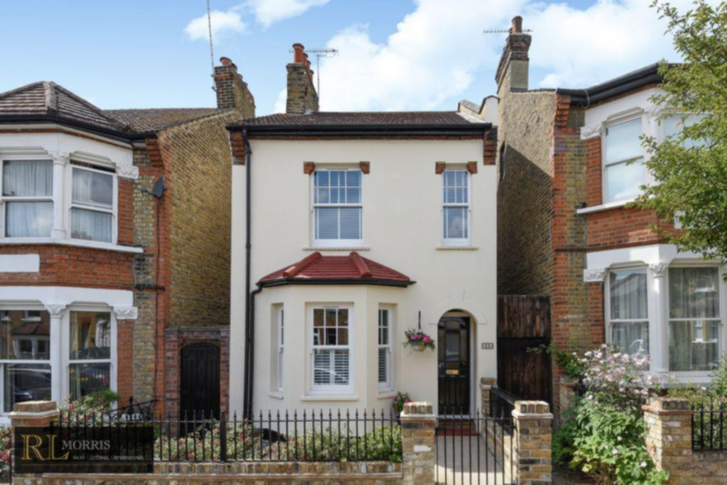 3 Bedrooms Detached House for sale in Halstead Road, Wanstead, E11