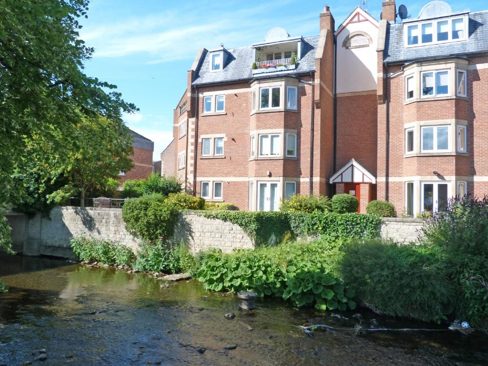 2 Bedrooms Flat for sale in 8 Bishops Court Ripon HG4 1AY