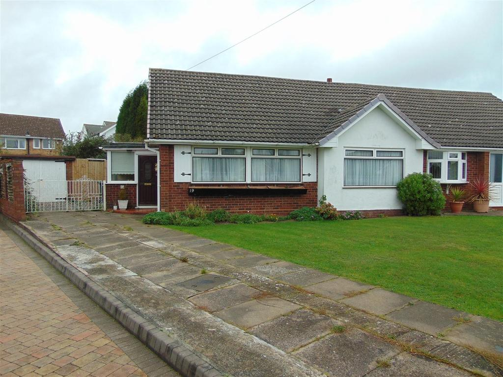 3 Bedrooms Semi Detached Bungalow for sale in Birchcroft, Aldridge
