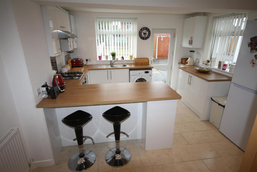 2 Bedrooms Terraced House for sale in Old St. Martins Road, Gobowen, Oswestry