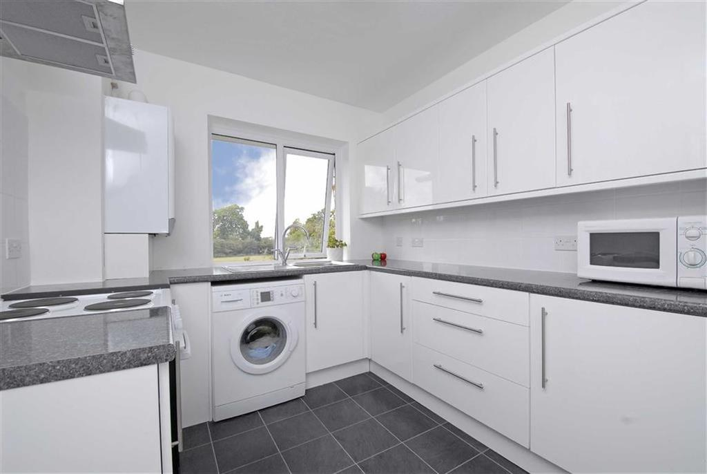 2 Bedrooms Maisonette Flat for sale in Trinity Close, Bromley, Kent
