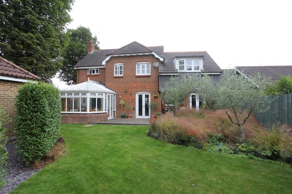 4 Bedrooms Detached House for sale in 4 Waltham Close, Hutton, Brentwood