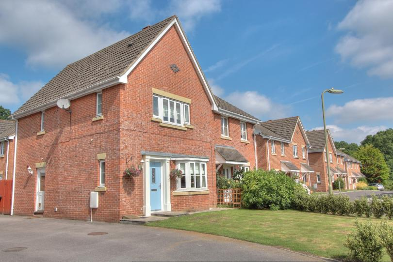 3 Bedrooms Semi Detached House for sale in Jack Close, Knightwood Park, Chandlers Ford